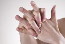 Можно ли хрустеть пальцами: причины хруста в суставах и способы избавиться от вредной привычки