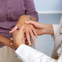 руки при артрите