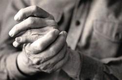 есть несколько причин возникновения полиартрита