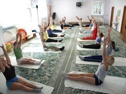 групповые занятия по лечебной гимнастике (ЛФК)