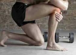 боль в колене часто становится первым симптомом бурсита