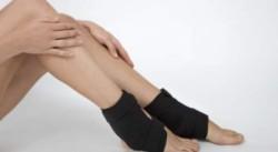 требуется обеспечить полный покой травмированной конечности, это поможет снизить боль
