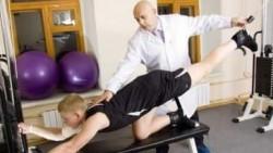 Доктор Бубновский проводит лечение на тренажере