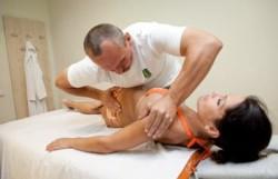 Опытный специалист по мануальному массажу