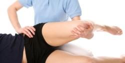 Ортопед правит колено