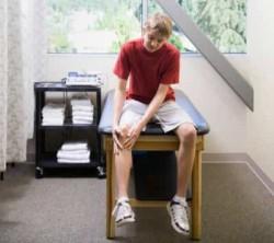 травма колена после занятий спортом