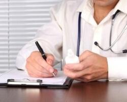врач назначает курс лечения