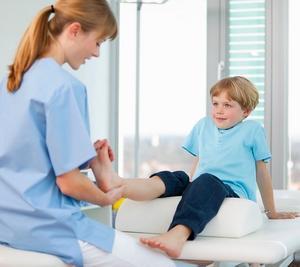 ребенок у ортопеда