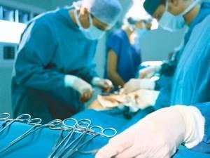 хирург и ассистенты