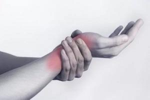 ноющие боли в области лучезапястного сустава