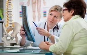 врач консультирует пациентку