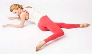 девушка в упоре лежа